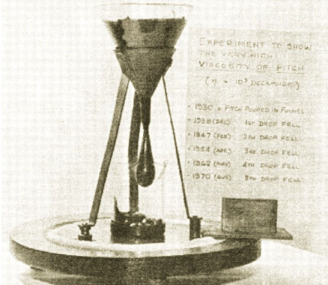 Капающая смола - эксперимент длиной в 100 лет