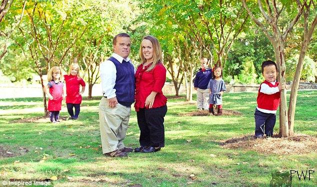 Семья карликов Амбер и Трент Джонсон из Бамсвилля, штат Джорджия, США
