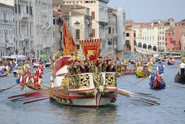 Историческая Регата в Венеции (Италия)