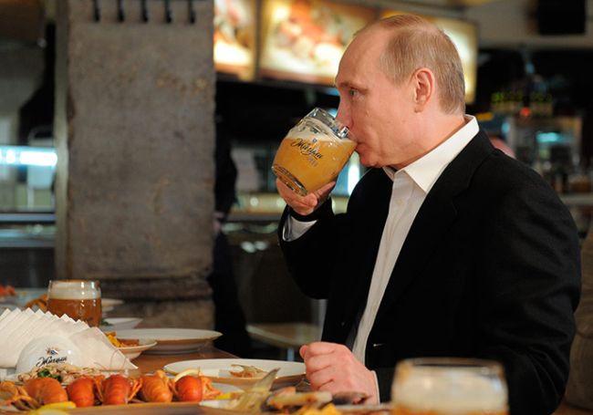 1 мая в мире. Путин пьет пиво