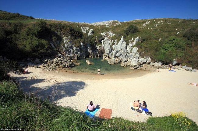 Gulpiyuri: самый удивительный пляж Испании