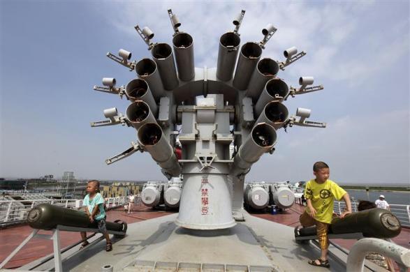 Китайский отель в советском авианосце Киев (Китай)