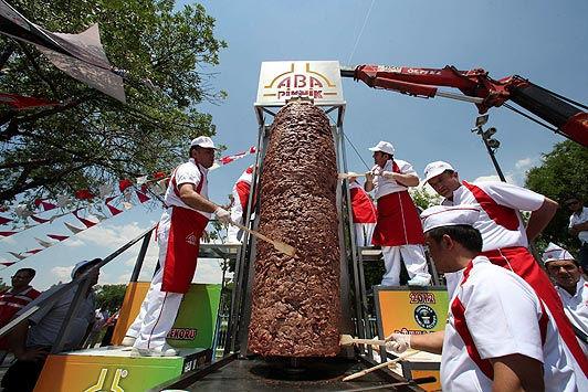 Самый большой кебаб в мире (Турция)
