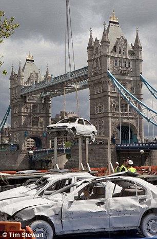 Skodahenge: автомобильная копия Стоунхенджа в Лондоне (Англия)