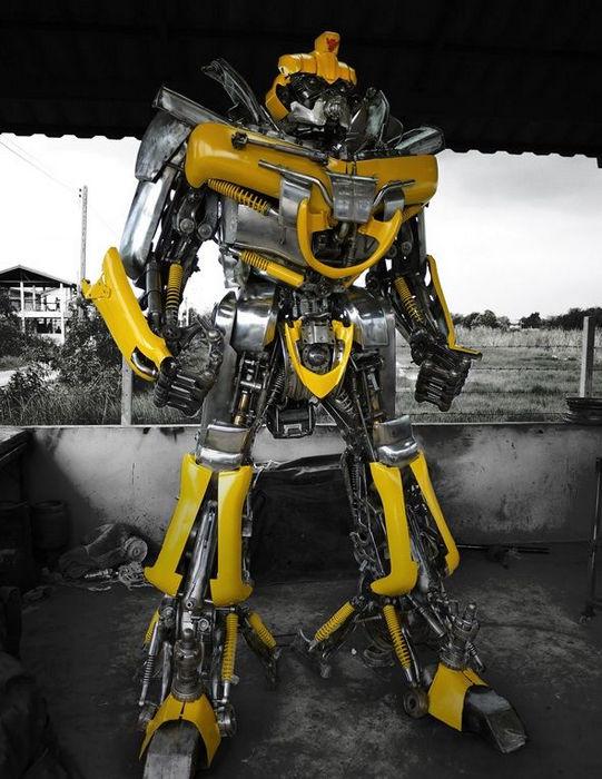 Киногерои, созданные из частей автомобилей (Таиланд)