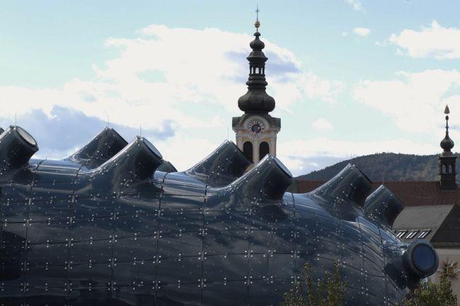 Аморфная конструкция музея Кунстхаус в Граце (Австрия)
