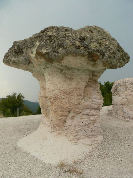 Каменные грибы Бели-Пласта (Болгария)