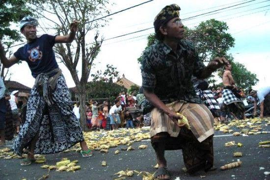 """""""Война tipat"""" – необычный праздник урожая (Бали)"""