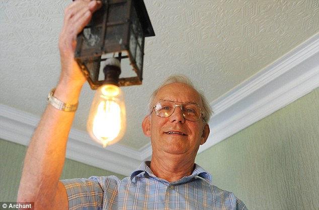 Лампочка, которая светит 100 лет (Англия)