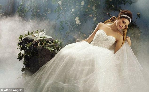 Свадебные платья в Диснеевском стиле от Альфреда Анджело (Alfred Angelo)