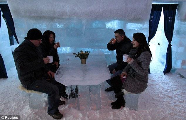 Ледяной отель в Румынии