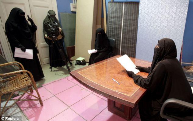 Новости от «Мария ТВ»: чадра во весь экран (Египет)