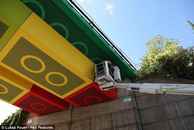 Лего-мост от художника Megx (Германия)