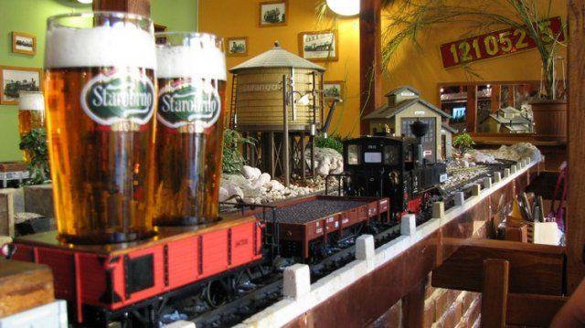 Výtopna: бар с игрушечной железной дорогой (Чехия)