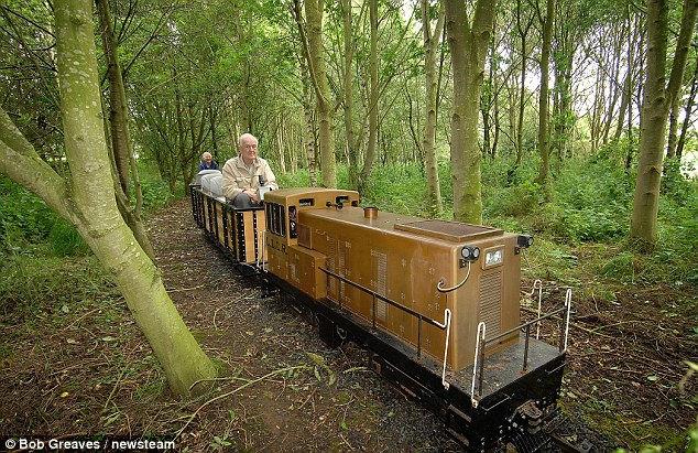 Миниатюрная самодельная железная дорога (Англия)