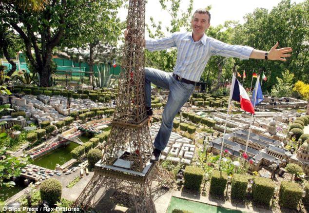 Миниатюрный Париж в заднем дворе (Франция)