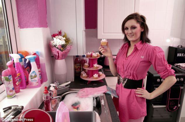 Розовая женщина в розовом доме (Англия)