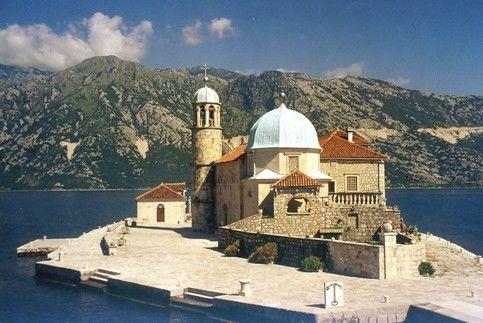 Остров и церковь Богородица на Рифе (Черногория)