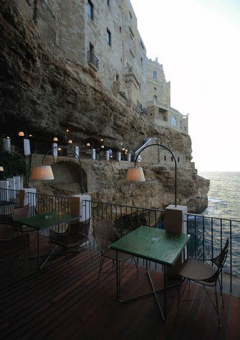 Grotta Palazzese: пещерный ресторан (Италия)