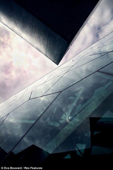 Небоскребы, вид снизу от Евы Бувар (Eva Bouvard)
