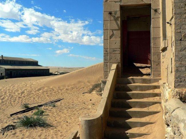 Колманскоп (Kolmanskop) город-призрак в пустыне Намибии