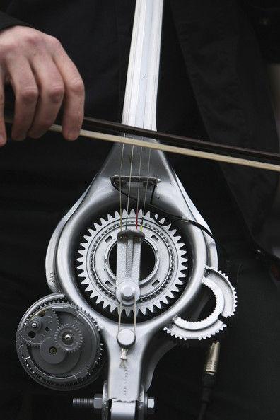 Оркестр с инструментами из автомобильных частей (Англия)