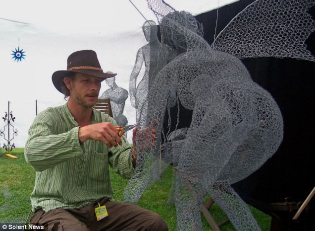 Скульптуры из проволоки от Дерека Кинзетта (Derek Kinzett)