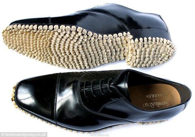 «Зубастые» ботинки от Фантич и Янг