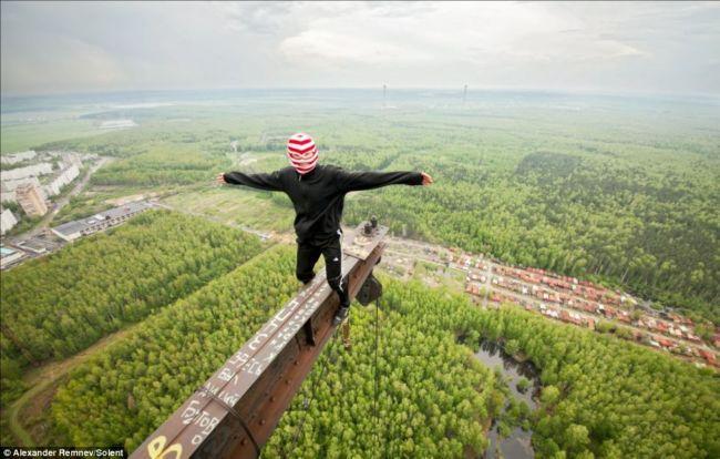 Московские климберы: клуб самоубийц или смелые покорители высот?