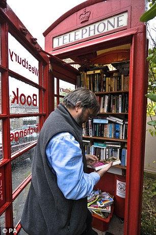 Самая маленькая библиотека в телефонной будке (Англия)