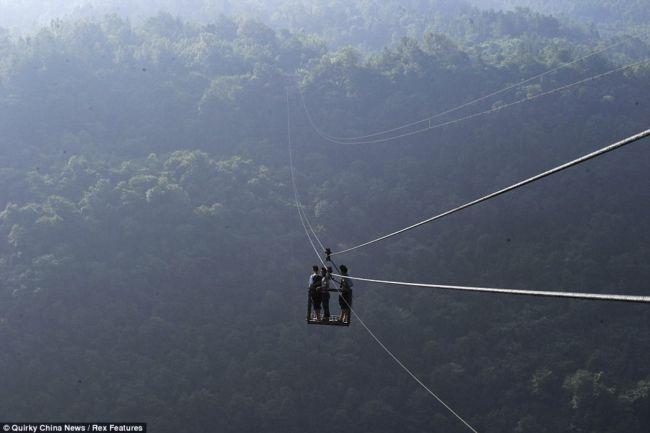 Канатная дорога на высоте 400 метров (Китай)