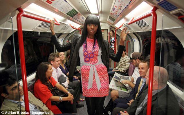 Лондонский подземный показ мод Fashion Street Week (Англия)