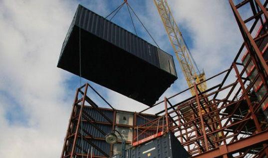 Travelodge: отель из морских контейнеров (Англия)