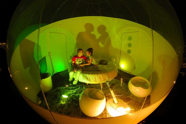 Hotel Bolha: надувной отель в виде пузырей (Франция)