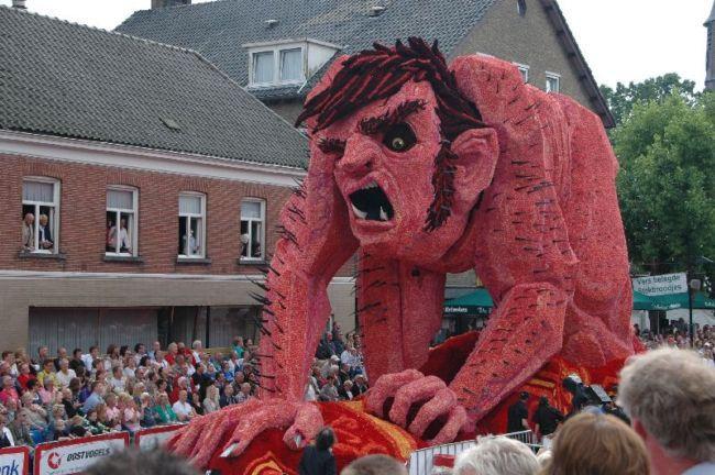 Bloemencorso: парад цветочных скульптур (Голландия)
