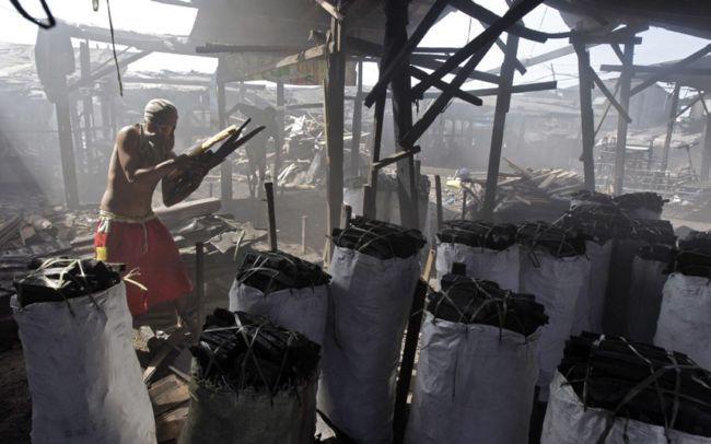 Пепел и дым угольного завода в Маниле