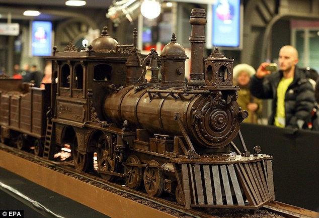 Шоколадный поезд: самая длинная конструкция из шоколада (Бельгия)