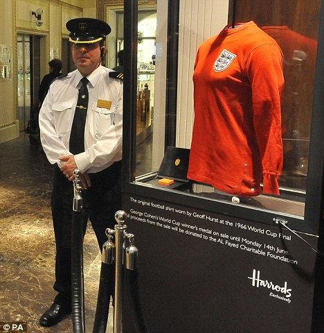 Джефф Херст: футболка стоимостью 3,5 миллиона (Англия)
