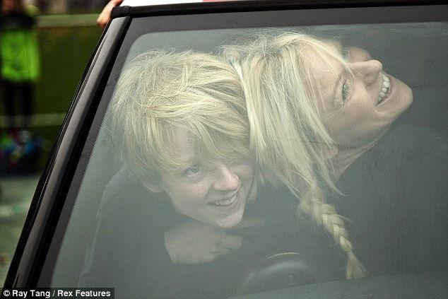 28 девушек в одном автомобиле (Англия)