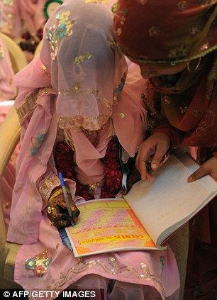 Самая обычная массовая свадьба в Индии