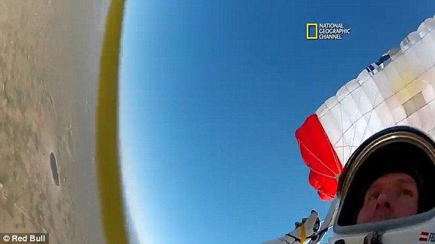 Феликс Баумгартнер: прыжок с парашютом из космоса
