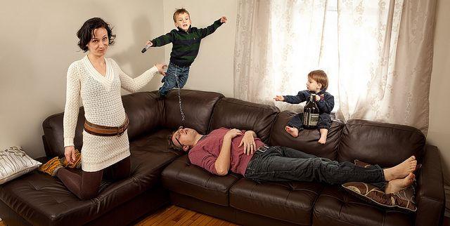 Экстремальные семейные фотографии от Джастина Ван Леювена