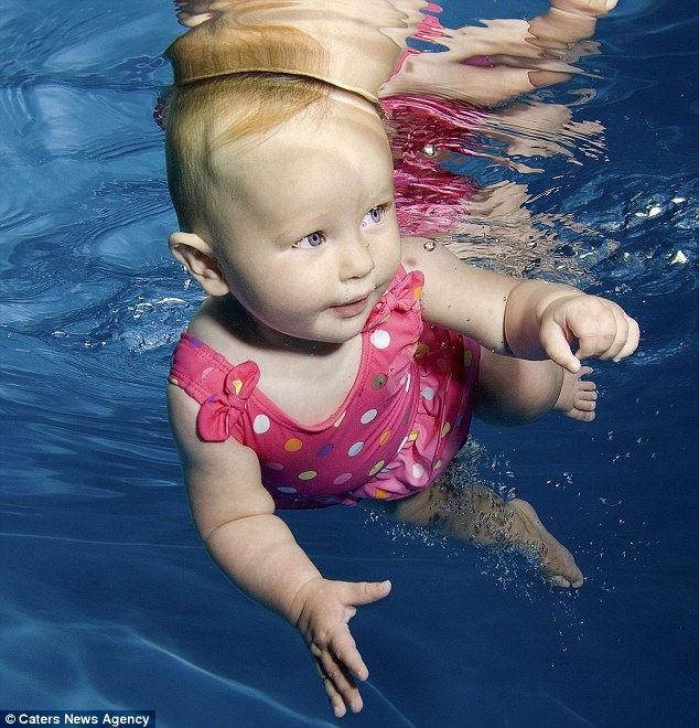 Подводные портреты младенцев от Аннет Прайс
