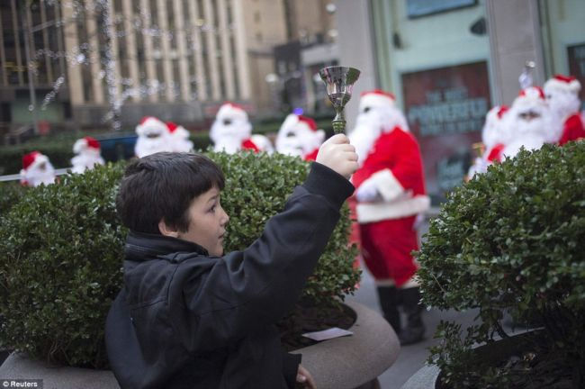 Парад Санта-Клаусов 2012 в Нью-Йорке (США)