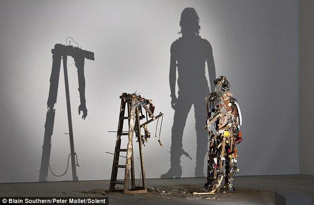 Световые инсталляции из мусора от Нобл и Вебстер
