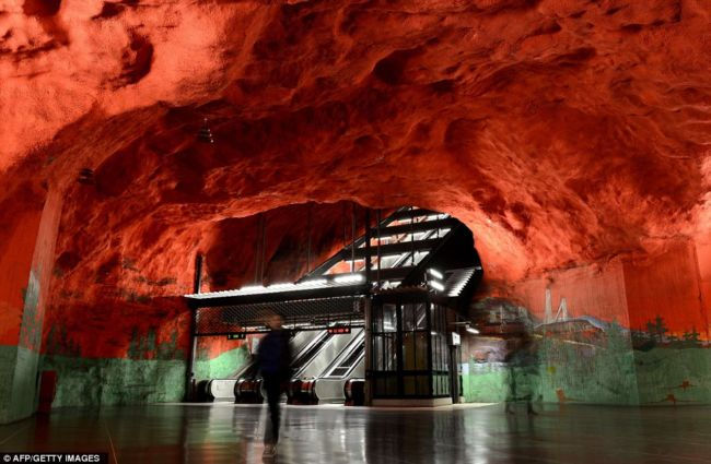 Стокгольмское метро: искусство на службе подземелья (Швеция)