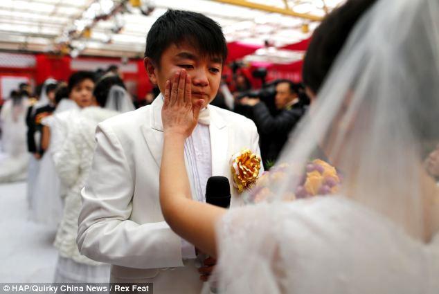 Самая массовая свадьба карликов (Китай)