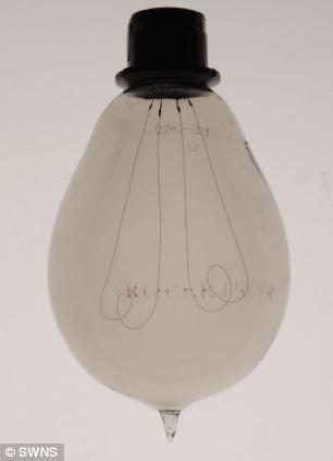Самая большая коллекция лампочек (Англия)