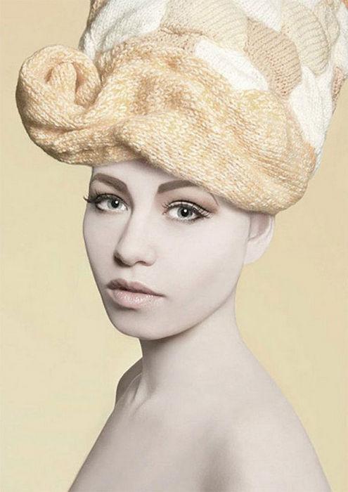 Шерстяные головы: вязаные парики для женщин от Луизы Уокер