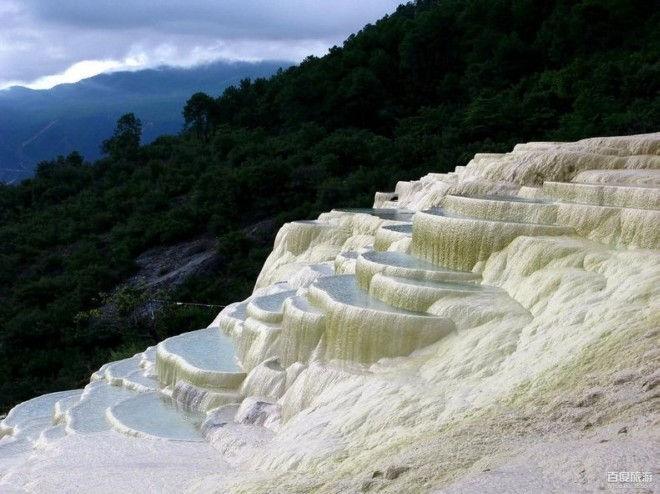 Белые водяные террасы Бэйшуитай (Китай)